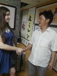 张飞曾先生与俄罗斯朋友jian交流文化